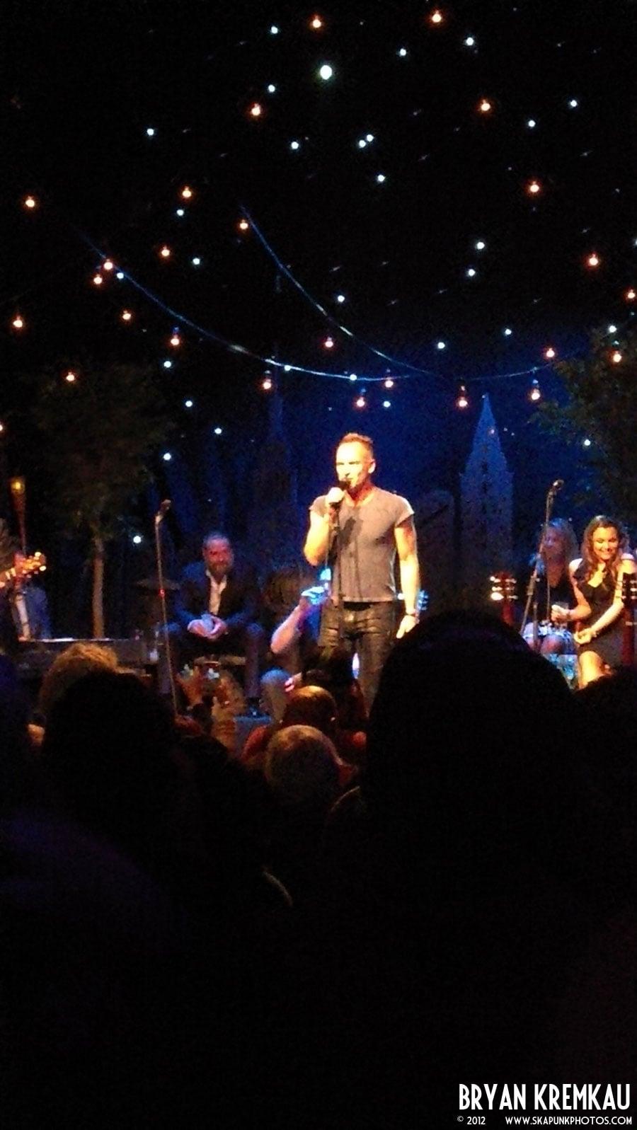 Russell Crowe, Alan Doyle, Samantha Barks, Scott Grimes, Kevin Durand, Size2Shoes at Gramercy Theatre, © 2012 - Bryan Kremkau