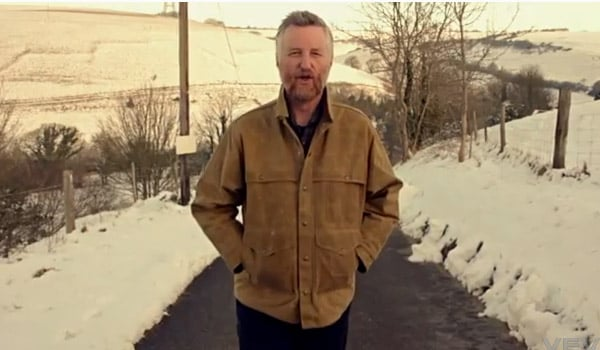 news_0213_billybragg_noone